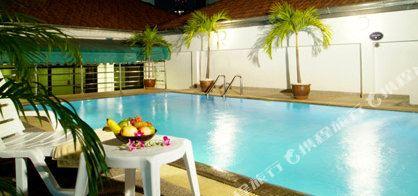 曼谷海軍上將套房酒店(Admiral Suites Bangkok)室內游泳池