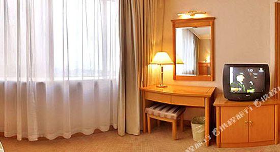 浙江大酒店(Zhejiang Grand Hotel)湖景大套房卧室