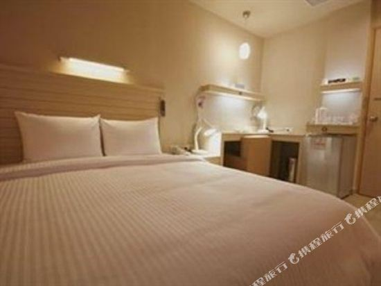樂逸商旅(高雄六合夜市南華館店)(La Hotel)豪華3人房022