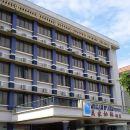 美家松林酒店(Megah d'Aru Hotel)