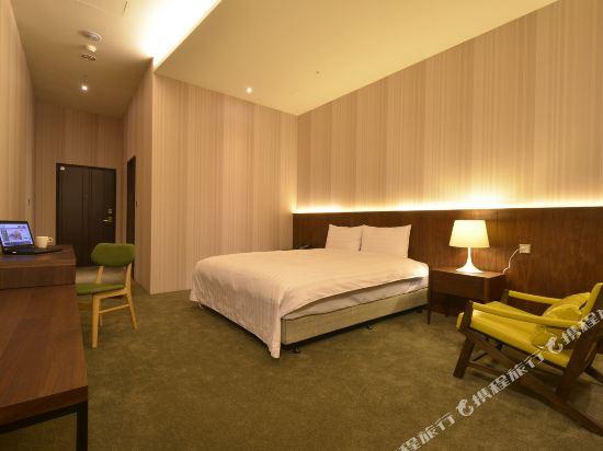 頭等艙飯店(台中綠園道館)(Airline Inn Taichung Green Park Way)豪華單床雙人房