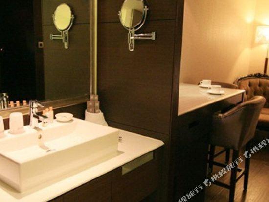 香城大飯店(台中店)(TAICHUNG CHARMING CITY HOTEL)經典套房