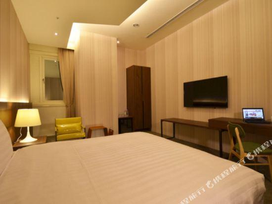 頭等艙飯店(台中綠園道館)(Airline Inn Taichung Green Park Way)標準雙人房(大雙)