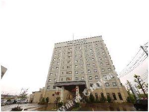 三條市站前路特酒店(Hotel Route-Inn Tsubamesanjo Ekimae)