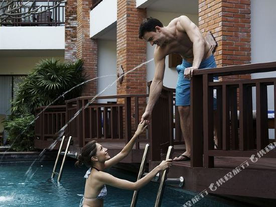 兀蘭酒店芭堤雅度假村(Woodlands Hotel and Resort Pattaya)豪華泳池房
