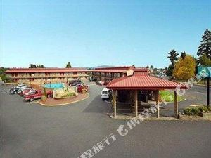 優質會議中心機場套房酒店(Quality Inn & Suites Airport Convention Center Hotel)