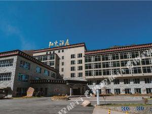 稻城日瓦翔云酒店
