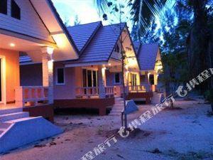 考拉敖通海灘別墅酒店(Ao Thong Beach Bungalows Khaolak)