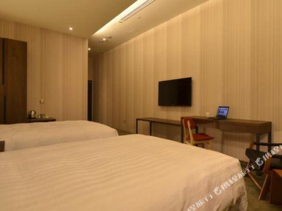 頭等艙飯店(台中綠園道館)(Airline Inn Taichung Green Park Way)標準雙人房(雙床)