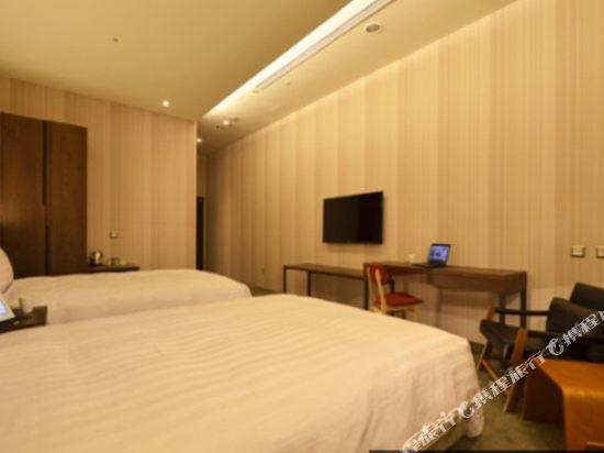 頭等艙飯店(台中綠園道館)(Airline Inn Taichung Green Park Way)精致雙床雙人房