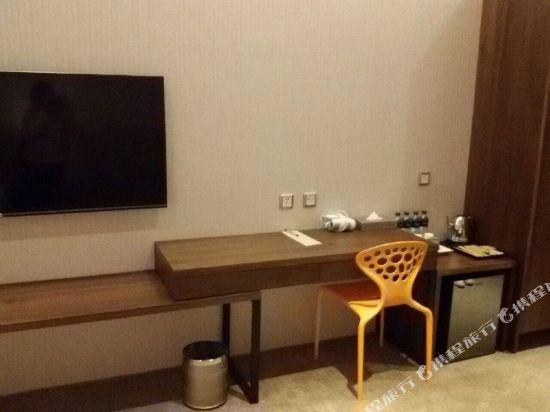 頭等艙飯店(台中綠園道館)(Airline Inn Taichung Green Park Way)精致單床雙人房