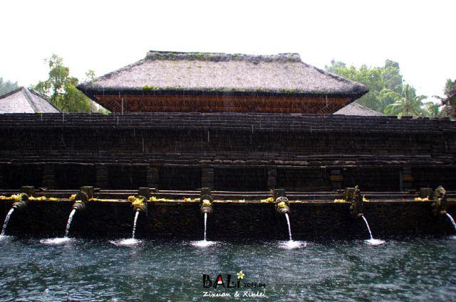 띠르따 사원