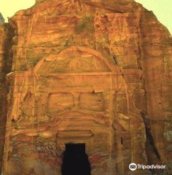 The Renaissance Tomb2