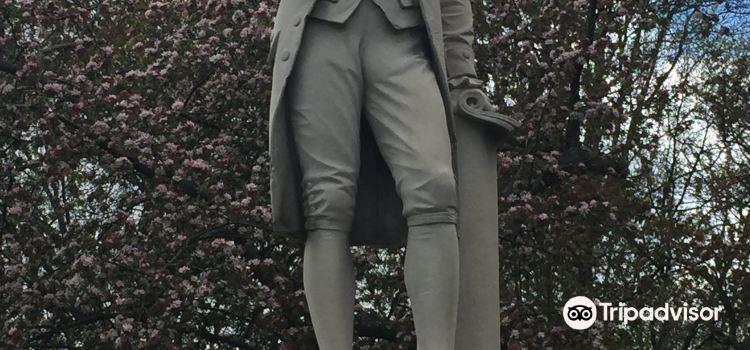 Alexander Hamilton Statue2
