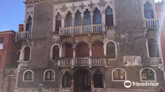 Palazzo Mastelli o del Cammello