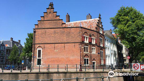 House On The Three Canals
