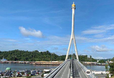 Raja Isteri Pengiran Anak Hajah Saleha Bridge