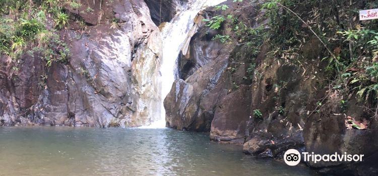 Pariwat Waterfall3