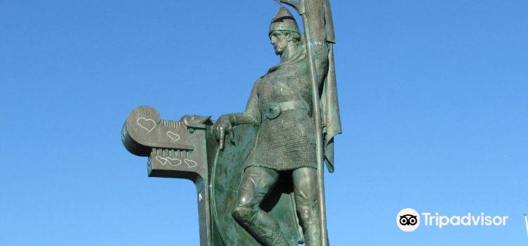 Arnarholl Statue1