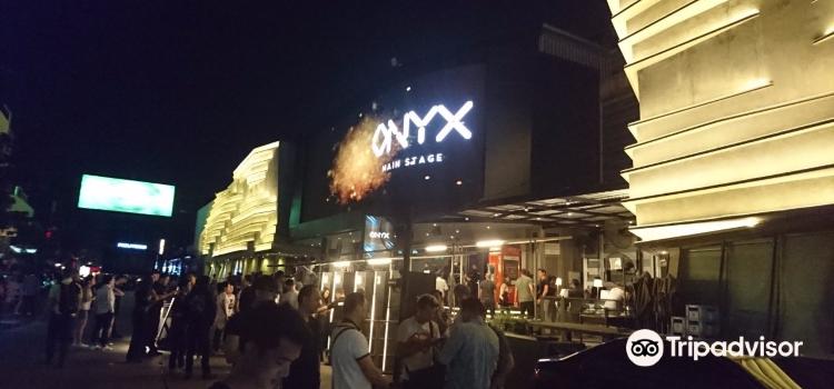 Club Onyx3